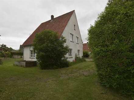 Endlich gefunden! Bezahlbares Einfamilienhaus mit 1.254 m² Grst. in Cadenberge