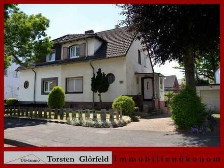 Doppelhaushälfte mit Garage, Garagenhof und Garten in Duisburg - Huckingen