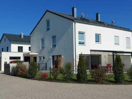 Neuwertige 5-Zimmer-Doppelhaushälfte mit EBK in West, Ingolstadt