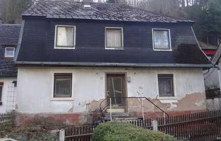 Stark sanierungsbedürftige Haushälfte