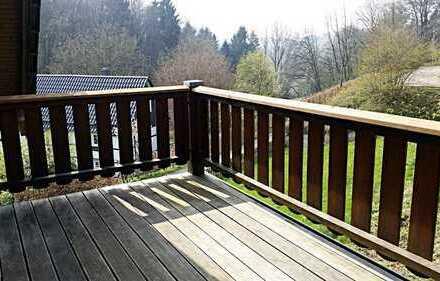 Gepflegte EG-Wohnung mit Balkon mitten im Grünen