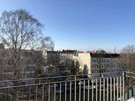 4-Zimmer-Dachgeschosswohnung mit Einbauküche und Dachterrasse in Weißensee, Berlin