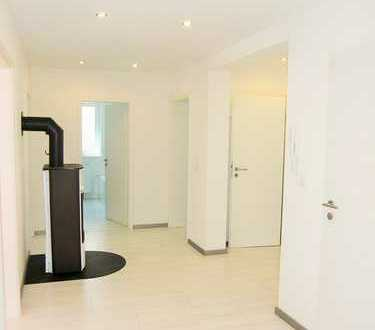 Neuwertige 4-Zimmer-Wohnung mit Balkon und Einbauküche in Kaiserslautern-Hohenecken