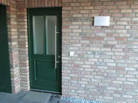 Erstbezug mit EBK: ansprechende 2-Zimmer-Dachgeschosswohnung in Barsbek