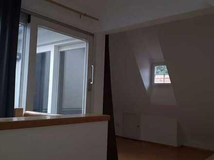 Exklusive 2 Zimmer-DG-Wohnung über 2 Etagen mit kleiner Dachterrasse im Herzen Heidelbergs