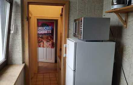 Schönes, helles 18qm Zimmer in gemütlicher 4er WG mit TOP Lage sucht UNBEFRISTETEN Nachmieter