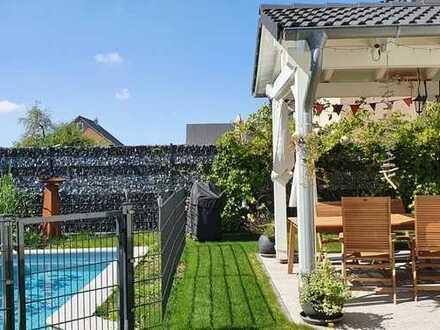 Hochwertiges freistehendes Traumhaus in massiver Bauweise mit Pool