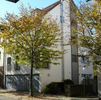 Schöne, sonnige 4 - 5 Zimmer DG Maisonette Wohnung in 3 Familienhaus
