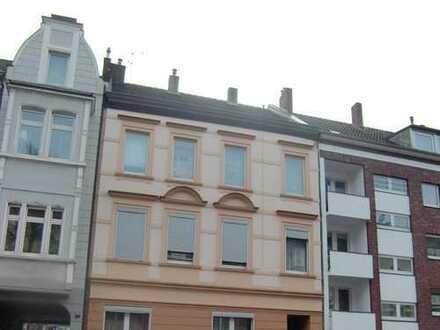 Mietshaus in Düsseldorf-Rath - reines Wohnen - Potenzial