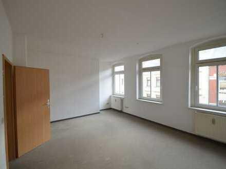 Schöne 1-Raum-Wohnung mit großer Küche und Balkon
