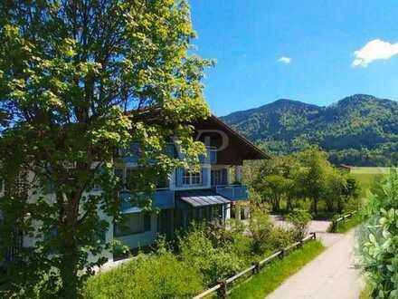 Ausbaufähiges Wohn-/ und Geschäftshaus mit herrlichem Bergblick