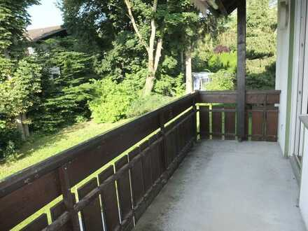 Tolle 2 Zimmer Whg. mit zwei Balkonen, Parkettböden und hellem Badezimmer