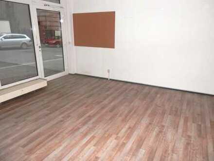 Kleine EG Ladenfläche mit Schaufenster zu vermieten !