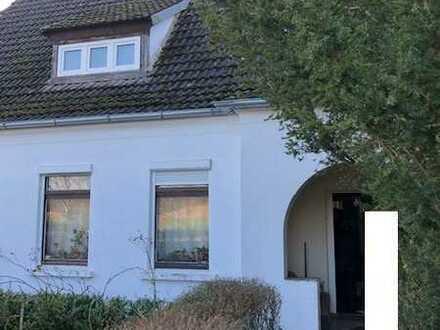 Altes Wohnhaus mit großer Scheune und reichlich Nebengelass in Alt Schwerin