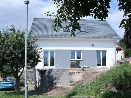 Erstbezug: attraktives Einfamilienhaus mit fünf Zimmern in Rauenberg, Rauenberg