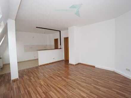 Romantische 2-Dachgeschoss-Wohnung mit Tresen