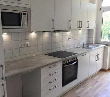 Grosszügige 3-Zi. Wohnung, frisch saniert, moderne große Einbauküche vorhanden ca. 95qm