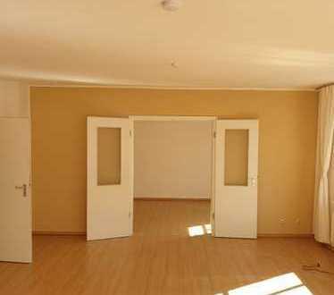 Riesige 165 qm2 Wohnung mit Tageslichtbad und großem Balkon in Fürther Südstadt