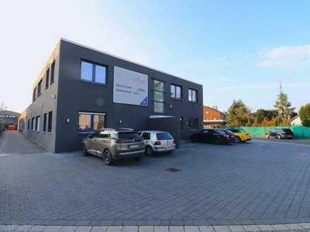 Modernes Bürohaus mit Produktions- und Lagerhallen im Gewerbegebiet von Kaarst