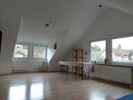 Renovierte 3-Zimmer-Dachgeschosswohnung mit EBK in Bodelshausen