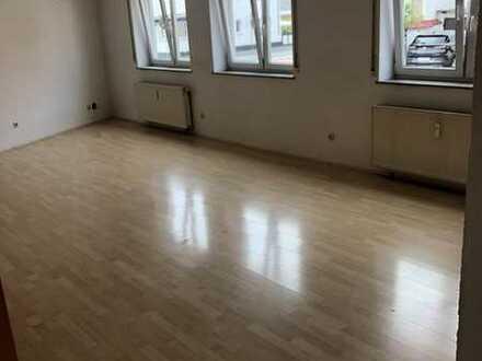 Vollständig renovierte 3-Zimmer-Erdgeschosswohnung mit Einbauküche in Groß-Gerau (Kreis)
