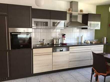 Voll möblierte 2 ZKB-Wohnung mit Einbauküche, TG und Balkon