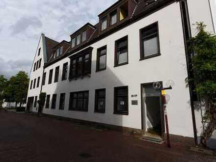 TOP LAGE / Große 2 Zimmerwohnung mit Küche und Bad in der Altstadt