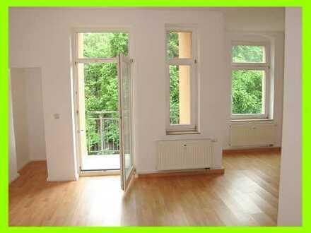 **VIEL PLATZ ZUM WOHNEN** - mit 2 kleinen Balkonen und auf Wunsch eine EBK (KM dann 515 €)