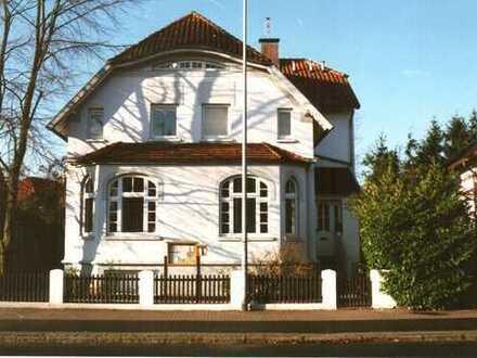 Geschmackvoll renovierte Wohnung mit Balkon in Jugendstilvilla