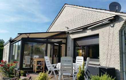 Sanierter Bungalow mit Garage und großem Grundstück (mit Baugenehmigung Neubau 90 m²) in Oldenburg