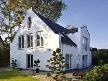 Zeitgemäße Architektur auf idyllischem und großzügigem Grundstück