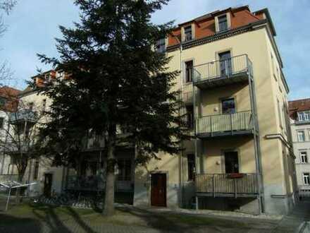 Dresden - Trachenberge! Zum Verkauf steht eine modern sanierte 4 Zimmer - Erdgeschosswohnung mit Bal