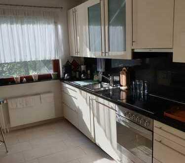 Haus im Haus - exklusive und sehr geräumige Familienwohnung im Grünen