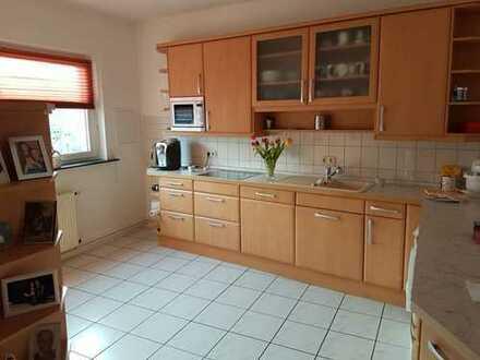 Gepflegte 4-Zimmer-Wohnung mit Balkon und Einbauküche in Peine