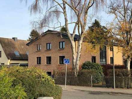 Neuw. 6-Zi-Whng mit EBK in Eidelstedt, zusätzl. 70 qm Büro / Hobbyr. im Keller mit Bad u. EBK