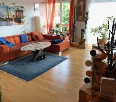 Helle, sonnige, geräumige drei Zimmer Wohnung in Bergisch Gladbach - Hand