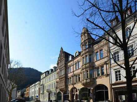 Im Herzen der Altstadt: Grandiose Fünfzimmerwohnung mit Balkon