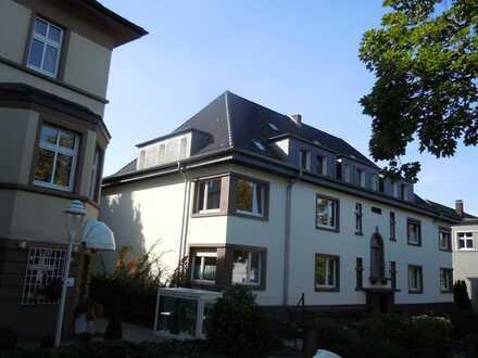 Neuwertige 6-Zimmer-Dachgeschosswohnung mit Balkon und EBK in Essen