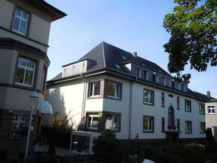 Neuwertige 5-Zimmer-Dachgeschosswohnung mit Balkon und EBK in Essen