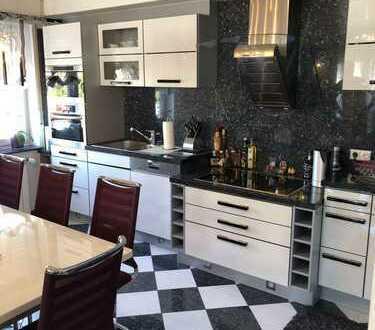 5-Zimmer-Maisonette-Wohnung / 200qm Wohnfläche