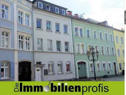 Wohnen am Schloßplatz – WG-geeignete 2-Zimmer-Dachgeschoßwohnung in Hof