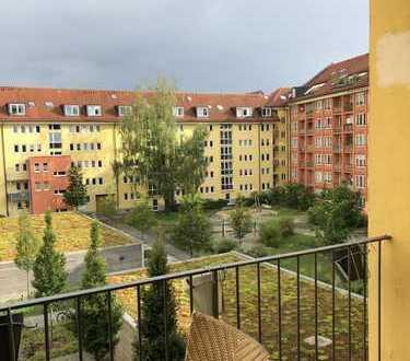 Charmante 2,5-Zimmer-Wohnung mit Süd-Balkon Nähe Max-Weber-Platz