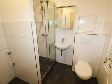 ERSTBEZUG nach Sanierung: 1-Zimmerwohnung mit Loggia und Garage
