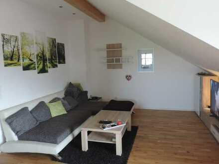 Helle und freundliche DG-Wohnung mit eigenem Eingang und Südbalkon