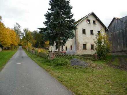 Großes freistehendes Ausbauhaus mit Grundstück