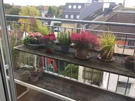 Schöne Dachgeschoßwohnung im Kreuzviertel mit Balkon und Einbauküche