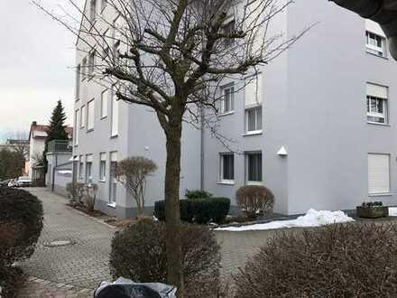 Stilvolle, gepflegte 2-Zimmer-Erdgeschosswohnung mit Einbauküche in Straubing