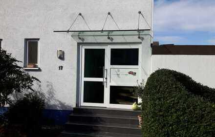 Erstbezug nach Sanierung: freundliche 3-Zimmer-Wohnung in Altrip mit Einbauküche und Balkon