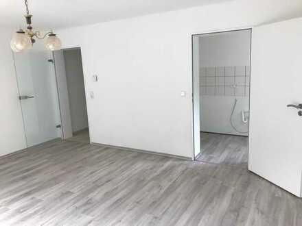 Erstbezug nach Sanierung mit Balkon: freundliche 2-Zimmer-Wohnung in Babenhausen