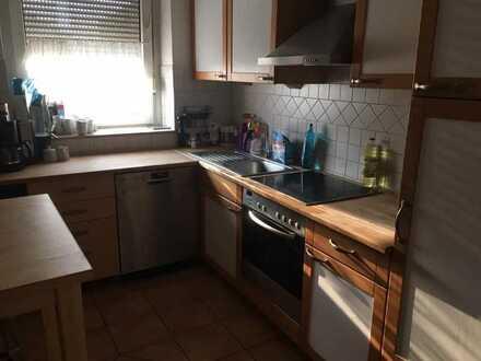 Neuer Mitbewohner gesucht , sehr große, billige Wohnung in schöner Lage am Kornfeld